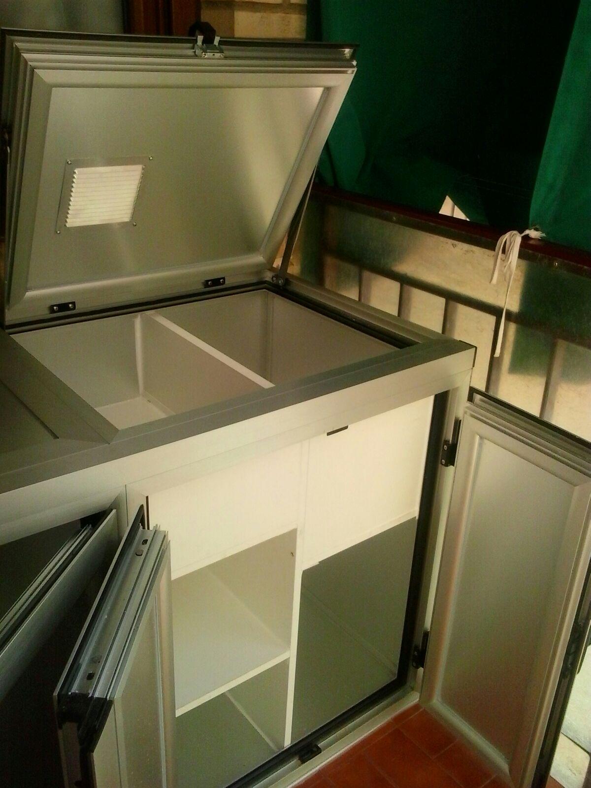 Armario de aluminio con apertura superior